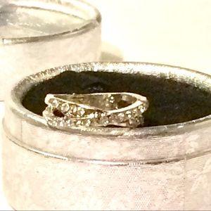 Jewelry - Pretty Crystal Ring